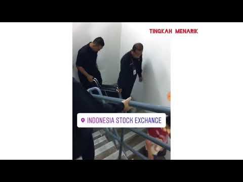 Suasana saat rubuhnya koridor gedung Bursa Efek Jakarta (Indonesia Stock Exchange).