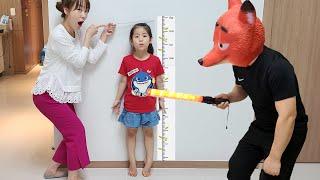 엄마는 키가 커서 안되요!!  서은이의 에어바운스 여우 경비원 놀이 코코몽 키재기 Seoeun Air Bounce Fox Security for Kids