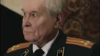 Скачать Russian Soldiers Salute Old Soviet Veteran
