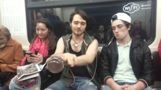 Контактное жонглирование. Парень с шаром в метро (Contact juggling)(, 2015-05-14T19:13:31.000Z)