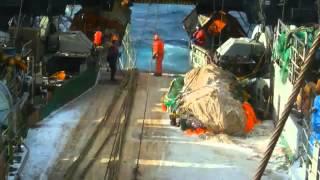 ЧЕЛОВЕК ЗА БОРТОМ!!! Мужская работа в Северном море cvget(Больше морского видео: https://vk.com/cvget., 2015-04-16T15:14:00.000Z)