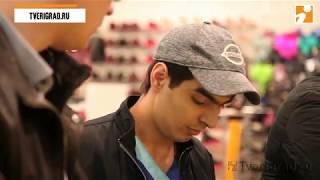 В Твери в крупном торговом центре мигранты-нарушители торговали сомнительной одеждой