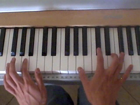 """How to play """"Paper Planes"""" by MIA on Piano"""