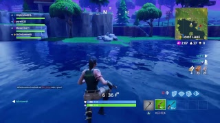 Fortnite battle royale: trying to get loads of wins and find the minigun