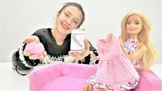 Барби стирает платье для Штеффи. Видео для девочек.