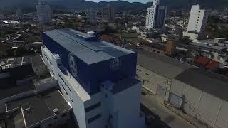(drone) Fundos, bananeiras, de canto para Rio Pequeno - Colégio ANGLO Camboriú