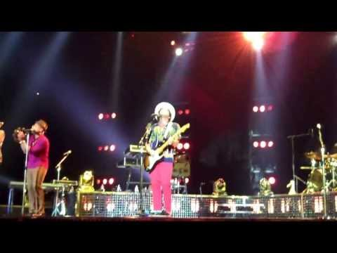 """Treasure"" ""Billionaire"" Bruno Mars - The Moonshine Jungle Tour at London O2 Arena - Oct 9, 2013"