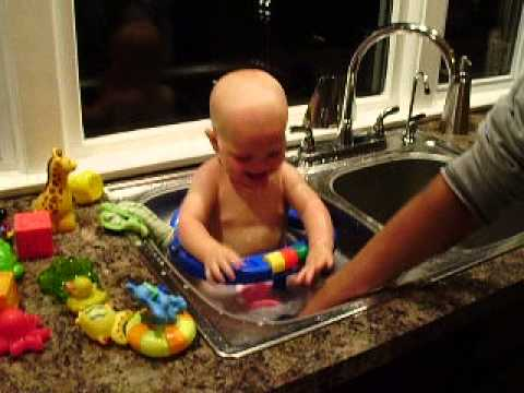 Safety 1st Blue Tub Seat - Dawson Gula Bath in Sink - YouTube