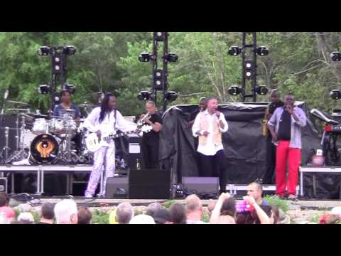 Earth Wind & Fire - Brazilian Rhyme (Wanee 2015)