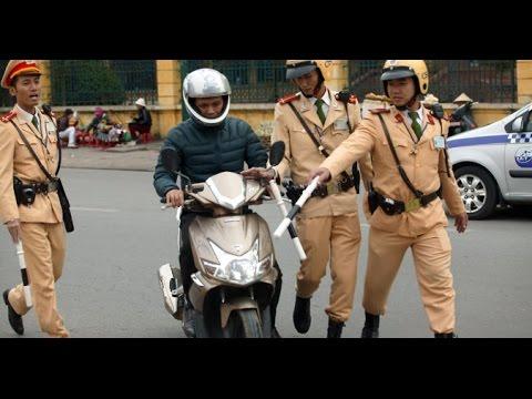 Làm gì khi bị cảnh sát giao thông bắt?