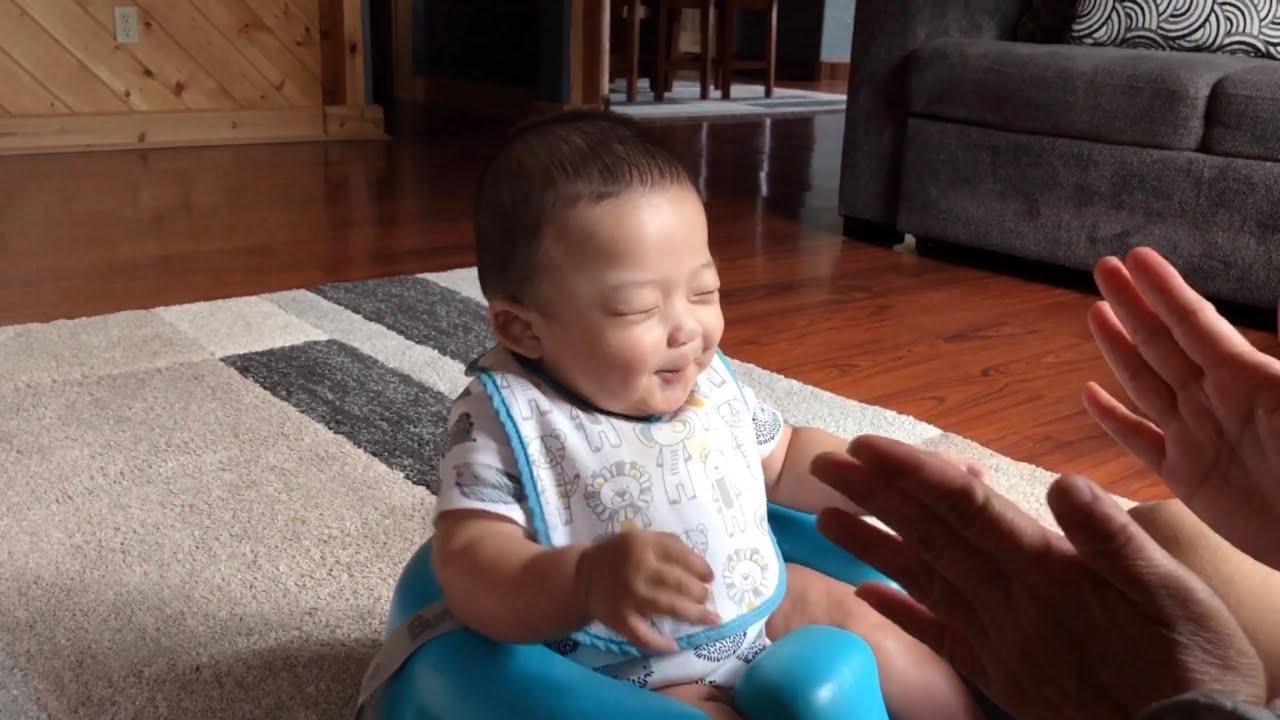 GRANDPARENTS TEACHING 4-MONTH BABY HOW TO CLAP 👏🏻 | 🇰🇷🇵🇭KORPHIL FAMILY