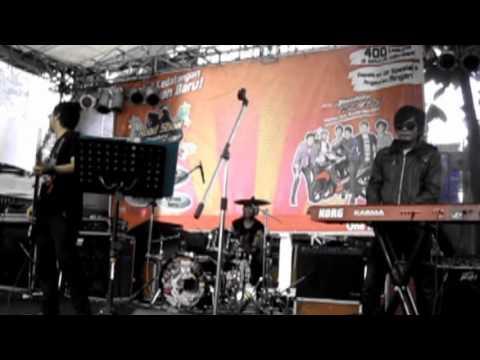 Drive - Akulah Dia (cover by SEVENHEAVEN Feat JIPOD) live