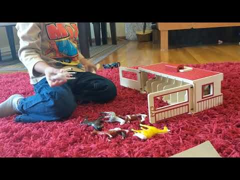 Toddler Opening Horse Stable