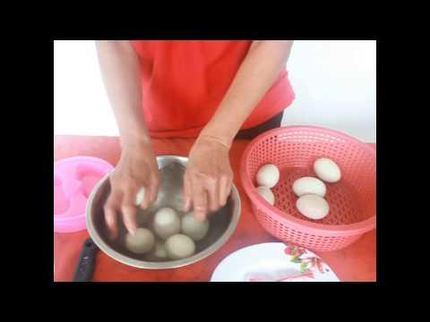 การทำไข่เค็ม  (วาสนา  ดอนขันธ์)
