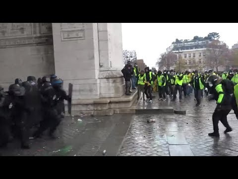 Intense Moment When French Police And Yellow Vest Protesters
