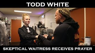 Todd White - Praying & Blessing a Skeptical Waitress