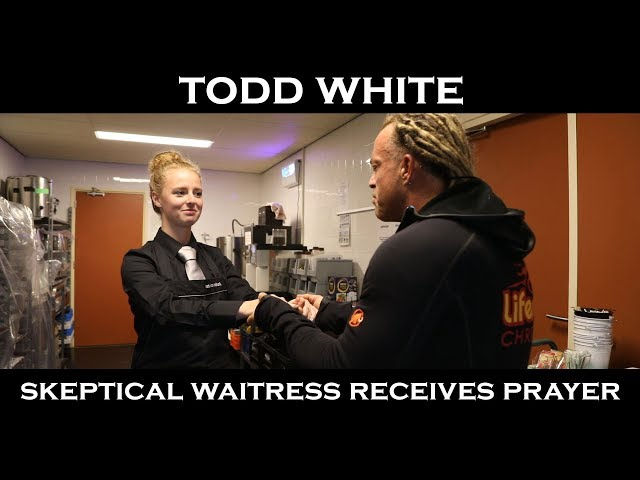 Todd White - Praying & Blessing a Skeptical Waitress