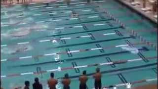 Парень плавает как акула