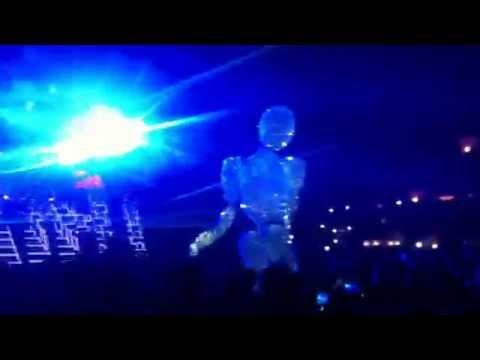 Ushuaia Opening 2014, IBIZA - Giant Robot Man Dancing In Crowd!!