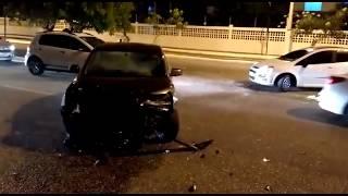 Acidente entre carro e moto deixa motociclista gravemente ferido na Coroa do Meio
