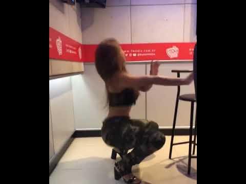 Arrasta - Gloria Groove ft Leo Santana  Gabily dançando