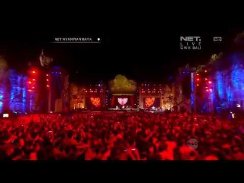 Iwan Fals Feat. Superman Is Deat Bangunlah Putra Putri Ibu Pertiwi Live Konser