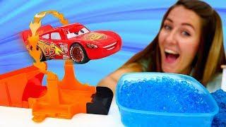Nueva pista de carreras para Rayo McQueen Coches en la Guardera Infantil Vdeos de juguetes