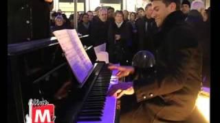 Domenica 14 febbraio 2010. dopo la sua partecipazione come inaspettato special guest nel contest di san valentino sulla scala musicale livemi piazza duomo...