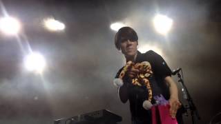 Tegan & Sara - Fan dance Alligator / Tegan giraffe hat / Sara gets presents on Parahoy 8 march 2014