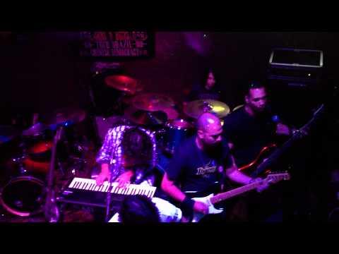2012-03-29 - UK Brasil Pub - Gustavo Choairy na Batera - Gun's 'n Roses (Don't Cry)