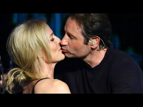 'X-Files' Stars David Duchovny And Gillian Anderson Share A Kiss On Stage!