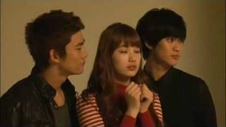 Suzy Double Kiss