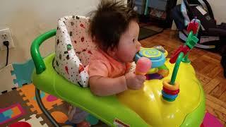 Baby in a walker, 아기와 워커