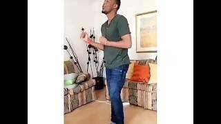 Angalia alikiba akicheza nyimbo yake mpya