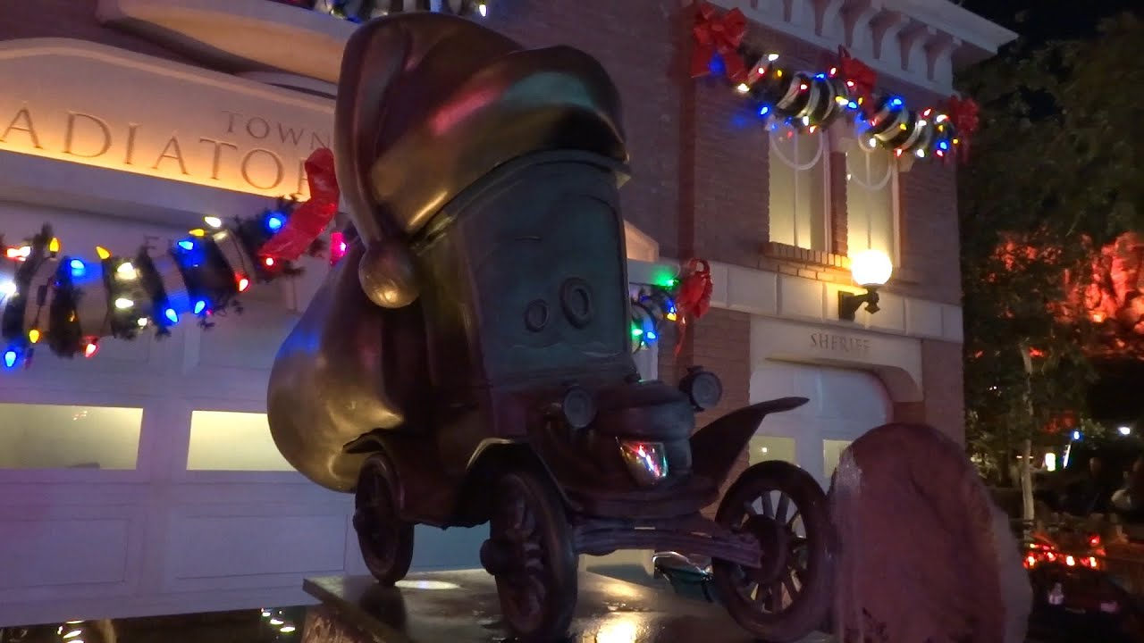 Disney Cars Christmas Decorations.Cars Land Christmas Decorations 2015 At Disney California Adventure