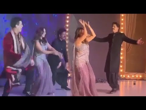 Shahrukh Khan-Gauri's Crazzy Dance on Sadi Gali at Armaan Jain-Anissa Wedding | Sangeet Ceremony