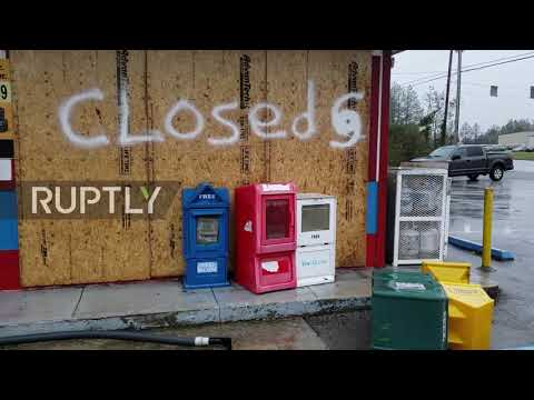 USA: Florence smashes through Topsail Beach with floods, winds