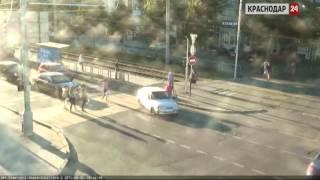 Камеры ЕДДС в выходные зафиксировали в Краснодаре несколько ДТП(, 2015-06-08T10:56:20.000Z)