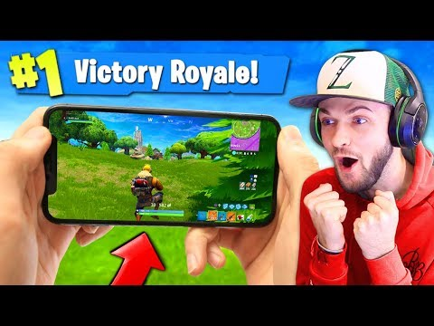 PLAYING Fortnite: Battle Royale ON MY PHONE!