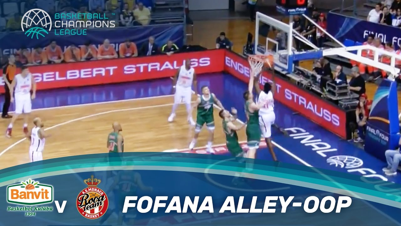 Fofana jumps high for the alley-oop dunk! - Semi-Finals - Final Four