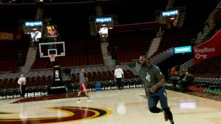 LeBron James Pregame Dunk In Phantom | 01.29.17