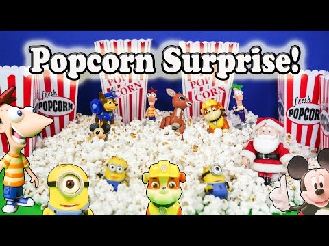 The Assistant Opens Popcorn Surprises with Paw Patrol and Friends
