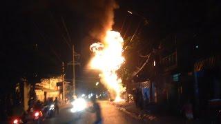 Cháy trụ điện tạo những tiếng nổ lớn trên đường Trần Xuân Soạn, Quận 7
