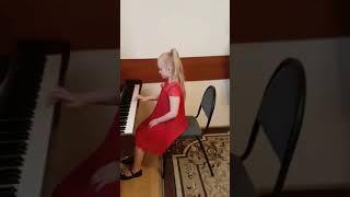 3Музыкальное занятие ( обучение детей игре на фортепиано ).