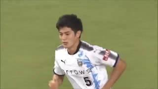 変化を付けたCKからゴール前にこぼれたボールを谷口 彰悟(川崎F)が押...