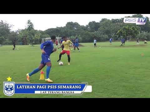 Latihan skuad PSIS Semarang, Senin (15/1) pagi.