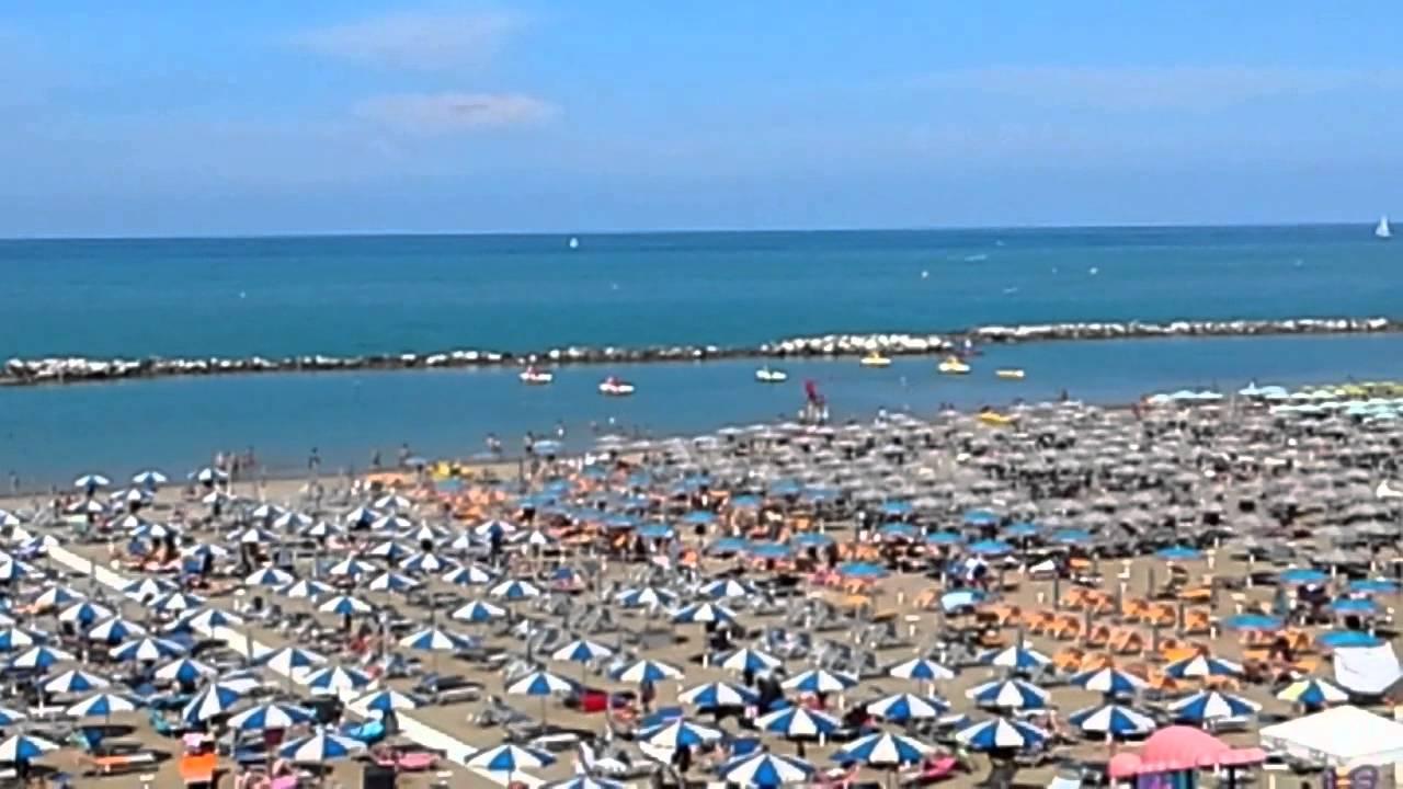 Matrimonio Spiaggia Riviera Romagnola : Spiaggia riviera romagnola youtube