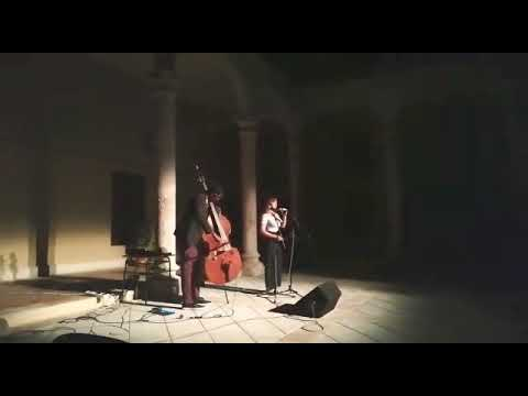 Voz en Contra ( Marina Lledó y Reinier Elizarde El Negrón ) Cajuina