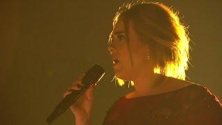 Kritiek op vals zingende Adele