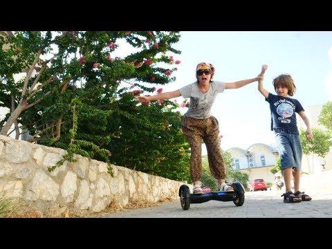 Çocuk videosu. Reyhan abla hoverboard kullanıyor! Eğlenceli oyun